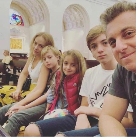 Luciano Huck e família viajam à Fátima para agradecer