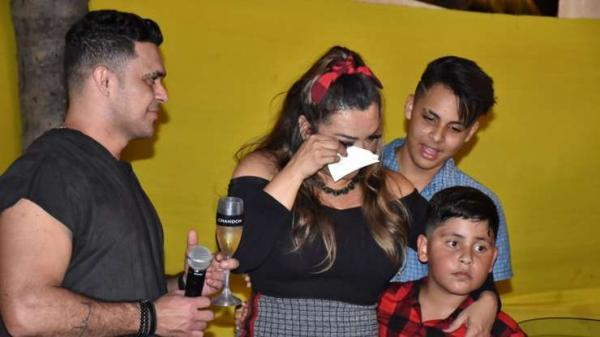 Luxo! Cantora Márcia Fellipe ganha carrão de R$ 500 mil do marido
